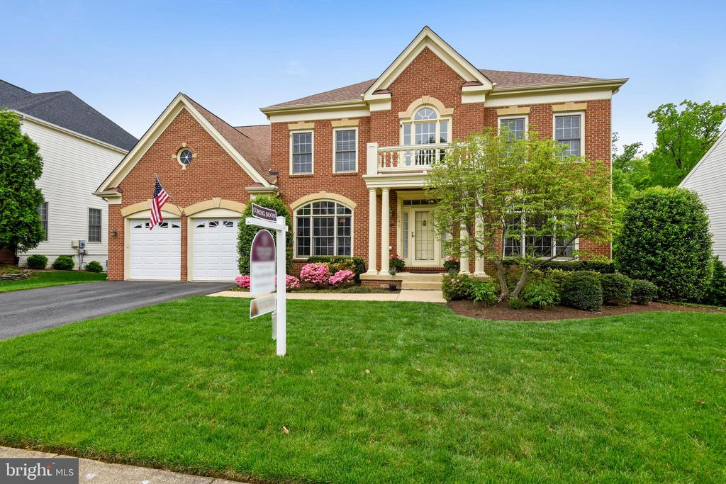 Welcome to this 5Bed/4Bath Stately Colonial! - 6846 CREEK CREST WAY, SPRINGFIELD