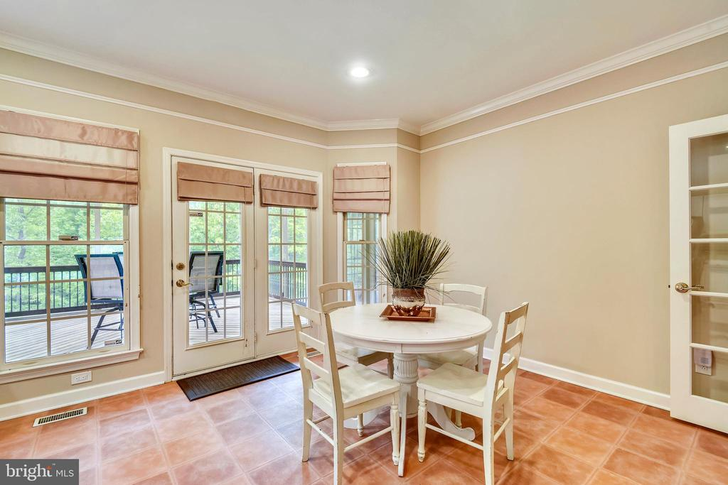 Eat-in area with French Doors to Screened Porch - 6846 CREEK CREST WAY, SPRINGFIELD