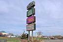 Whole Foods (3.6mi) and Springfield Mall (2.4mi) - 6846 CREEK CREST WAY, SPRINGFIELD