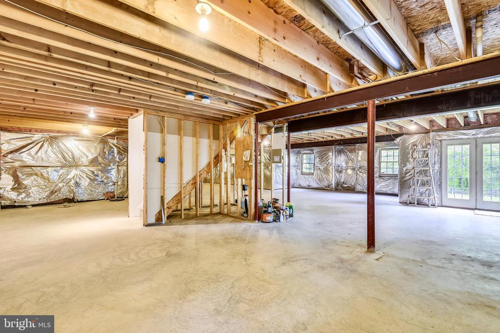 1750 sq ft of basement is a blank slate! - 6846 CREEK CREST WAY, SPRINGFIELD