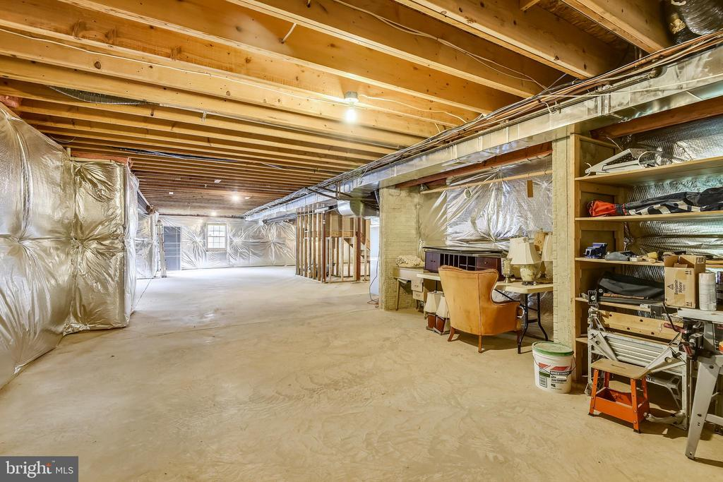 And still room for Storage! - 6846 CREEK CREST WAY, SPRINGFIELD