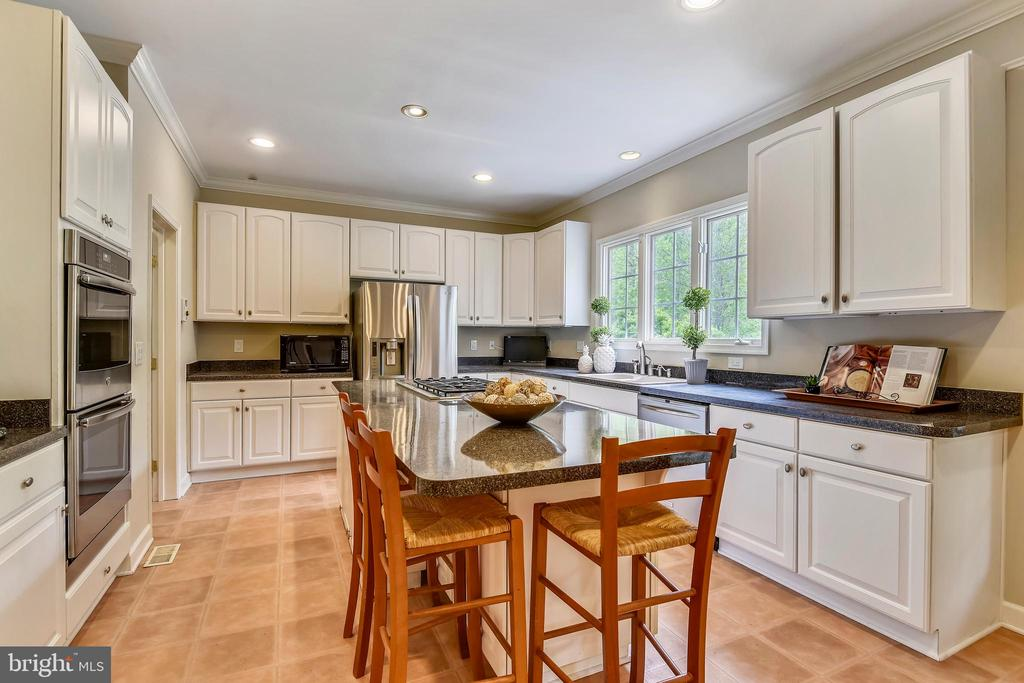 NEW Double ovens and Fresh paint! - 6846 CREEK CREST WAY, SPRINGFIELD