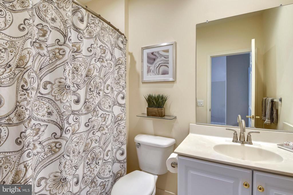 5th Bedroom has an en-suite bath! - 6846 CREEK CREST WAY, SPRINGFIELD
