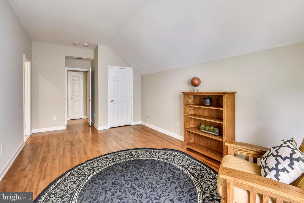5th Bedroom with bath could be an Au Pair Suite - 6846 CREEK CREST WAY, SPRINGFIELD