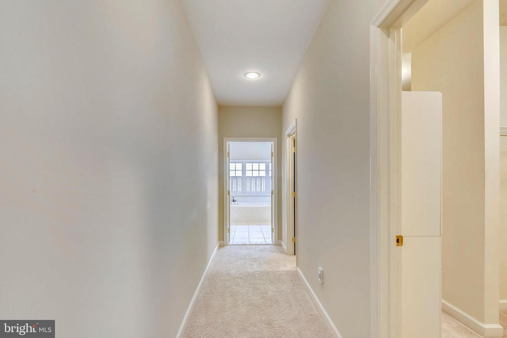 Master hallway! 2 WIC with Built-ins on the right! - 6846 CREEK CREST WAY, SPRINGFIELD