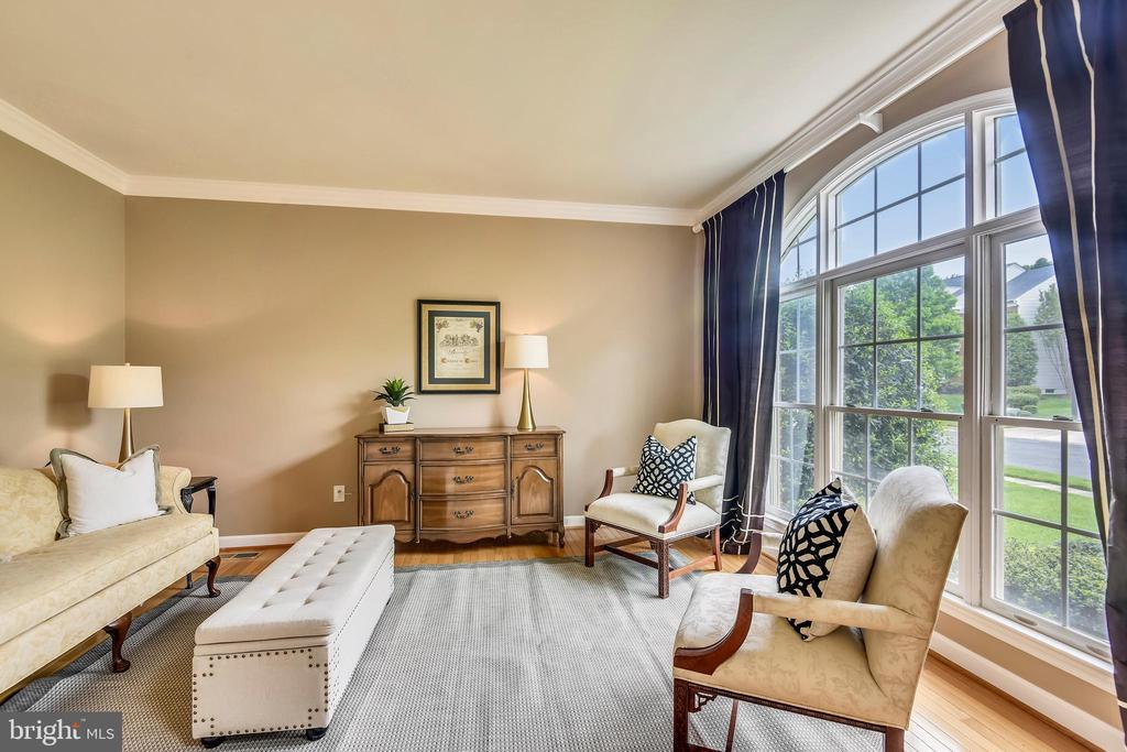 Formal Living Room has wonderful natural light! - 6846 CREEK CREST WAY, SPRINGFIELD