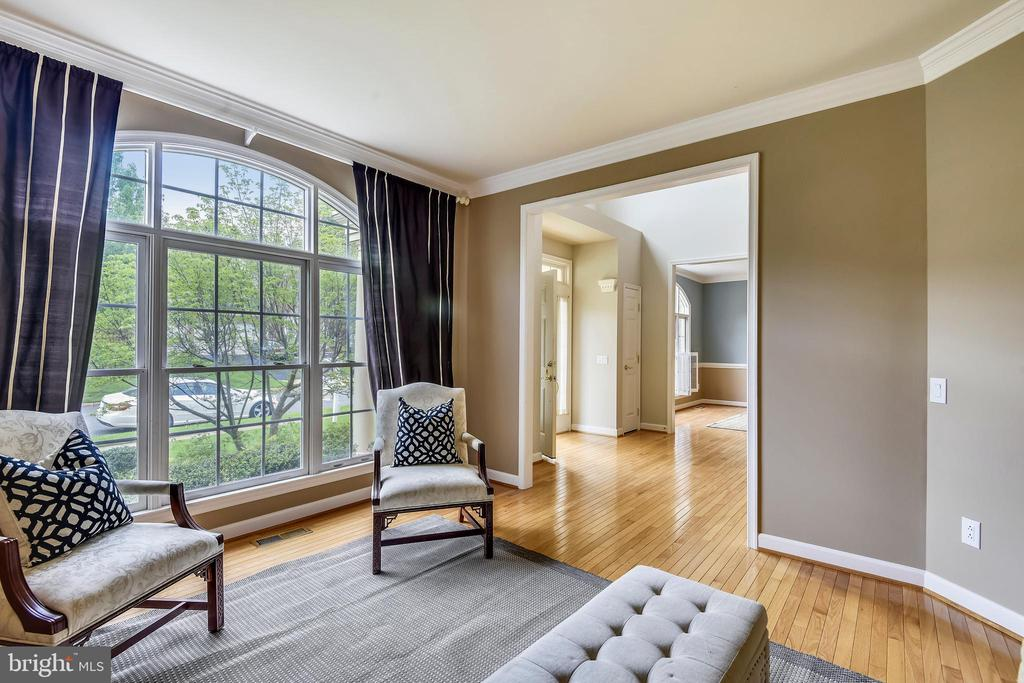 Floor to ceiling windows are so grand! - 6846 CREEK CREST WAY, SPRINGFIELD