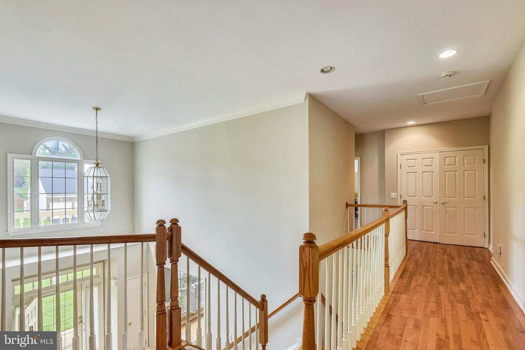 Hardwoods in all but 2 bedrms upstairs! - 6846 CREEK CREST WAY, SPRINGFIELD