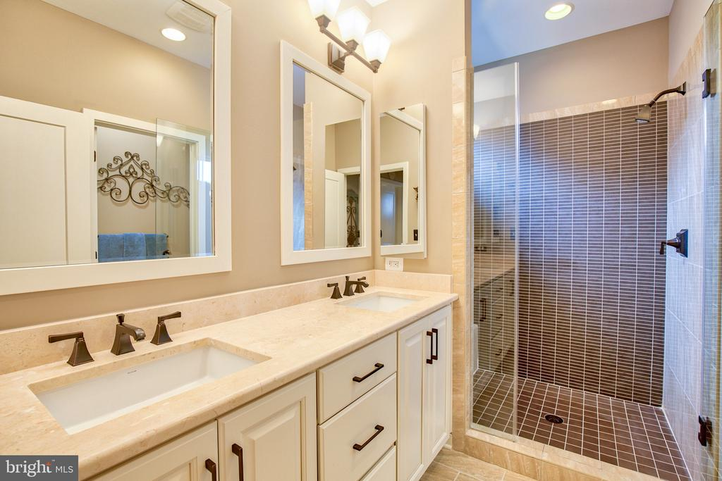 Upgraded vanities in master bath with double sinks - 235 CRESCENT STATION TER SE, LEESBURG