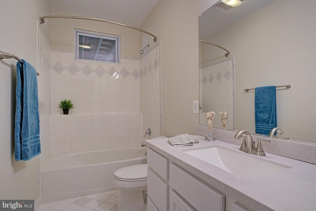 Lower level full bath - 1590 MONTMORENCY DR, VIENNA