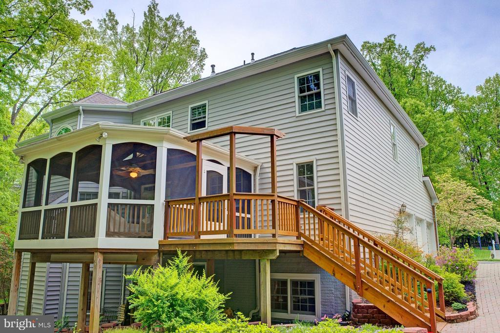 Back deck and screened porch, quiet & lovely - 1590 MONTMORENCY DR, VIENNA