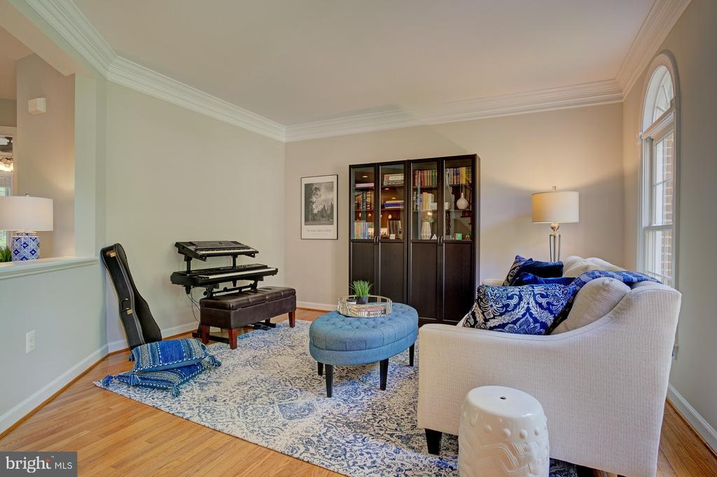 Versatile space that leads to  family room - 1590 MONTMORENCY DR, VIENNA