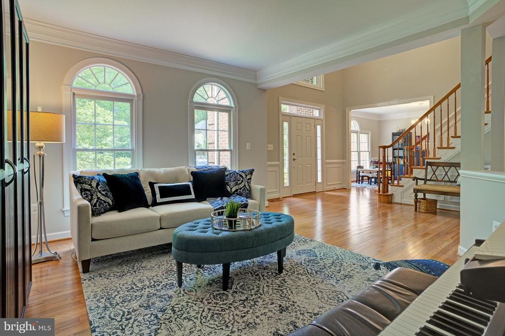 Formal sitting room or music room - 1590 MONTMORENCY DR, VIENNA