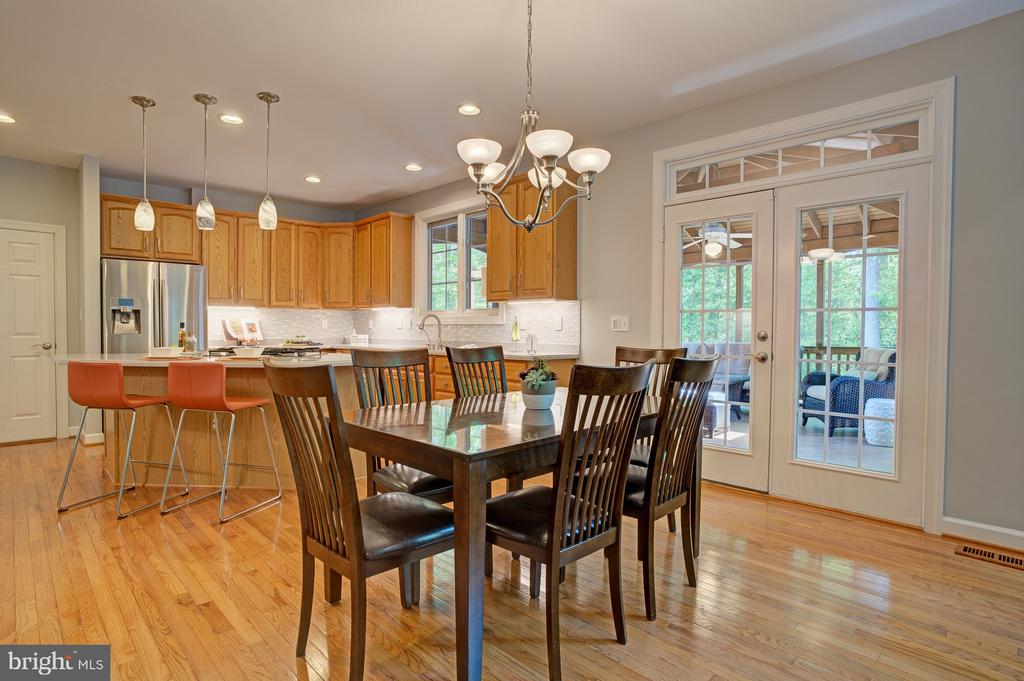 Breakfast area leads to screened-in porch - 1590 MONTMORENCY DR, VIENNA