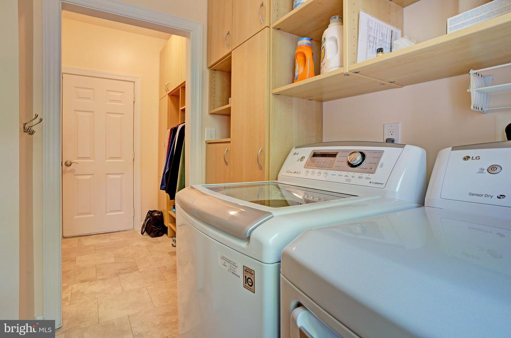 Laundry room convenient to kitchen - 1590 MONTMORENCY DR, VIENNA