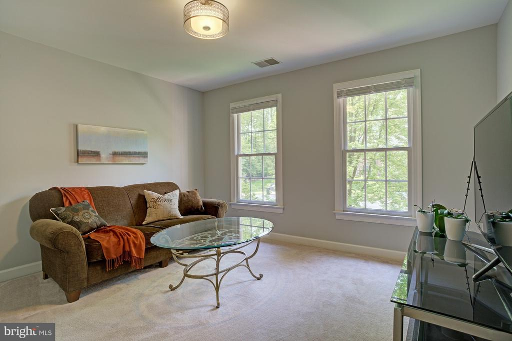 4th upstairs room, perfect for study, home office - 1590 MONTMORENCY DR, VIENNA