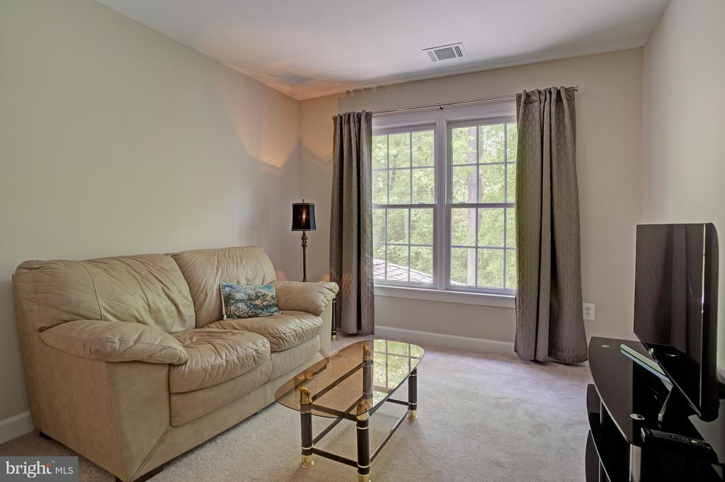 Private sitting room in Master Suite - 1590 MONTMORENCY DR, VIENNA