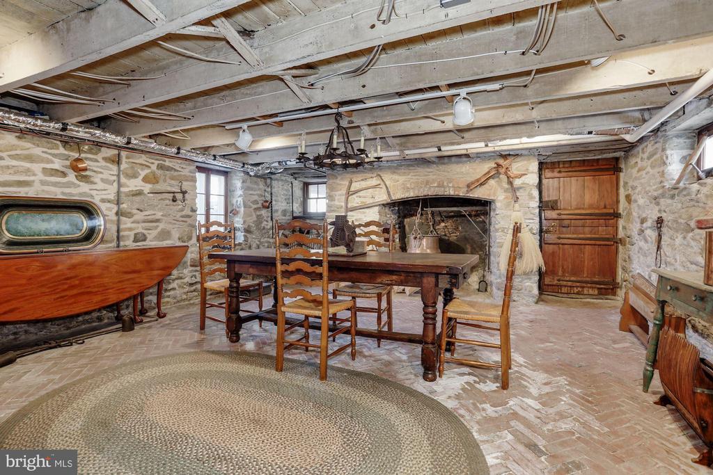 Herringbone brick flooring, original door - 40041 HEDGELAND LN, WATERFORD