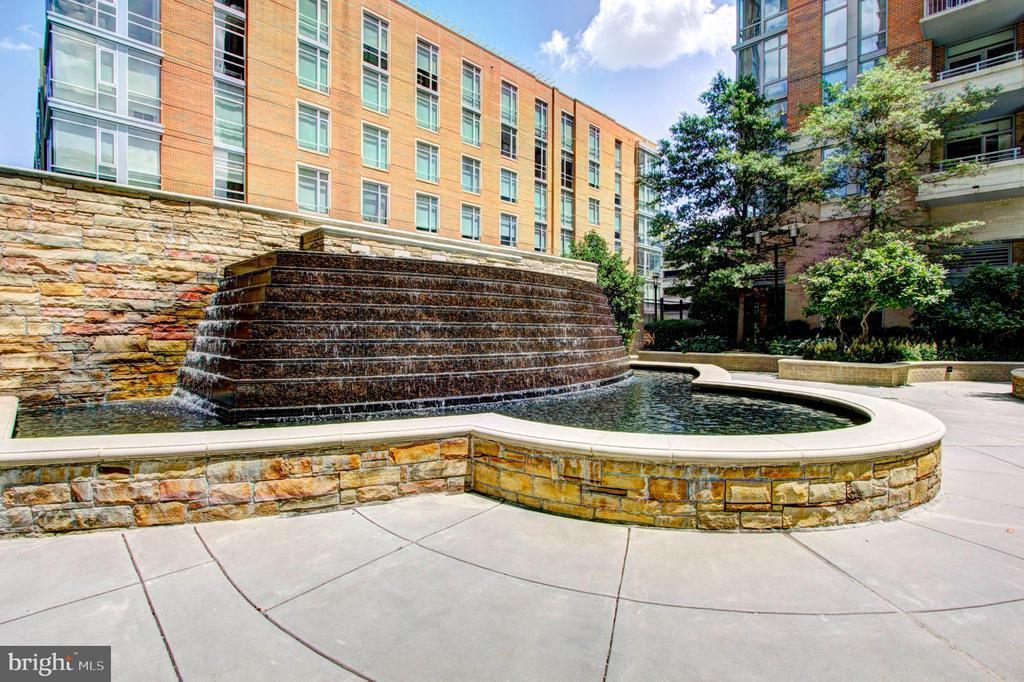 Pool Fountain - 11990 MARKET ST #1411, RESTON