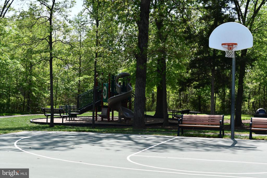 Community Basket Ball Court and Tot Lot - 24436 PERMIAN CIR, ALDIE