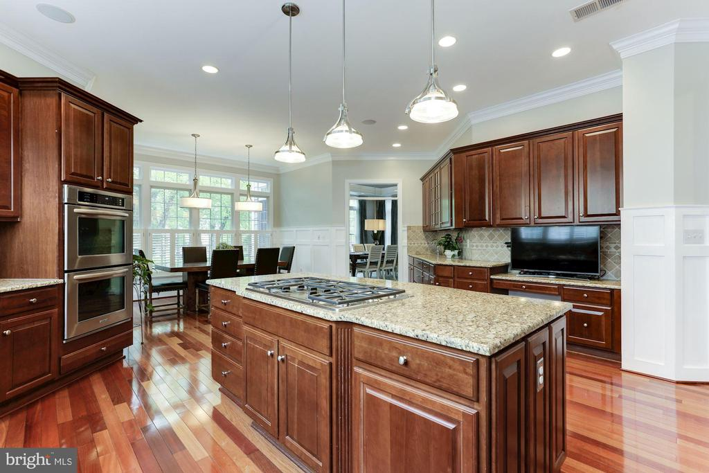 Cherry Cabinets - 19060 AMUR CT, LEESBURG