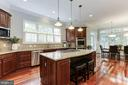 Island with Seating - 19060 AMUR CT, LEESBURG