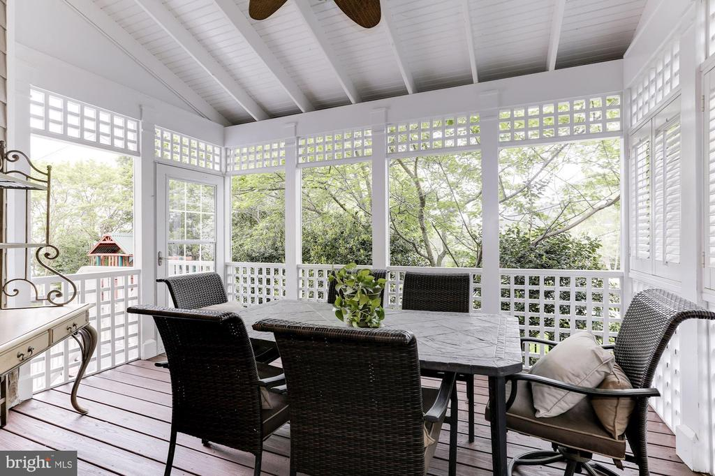 Eating Porch off Kitchen - 19060 AMUR CT, LEESBURG