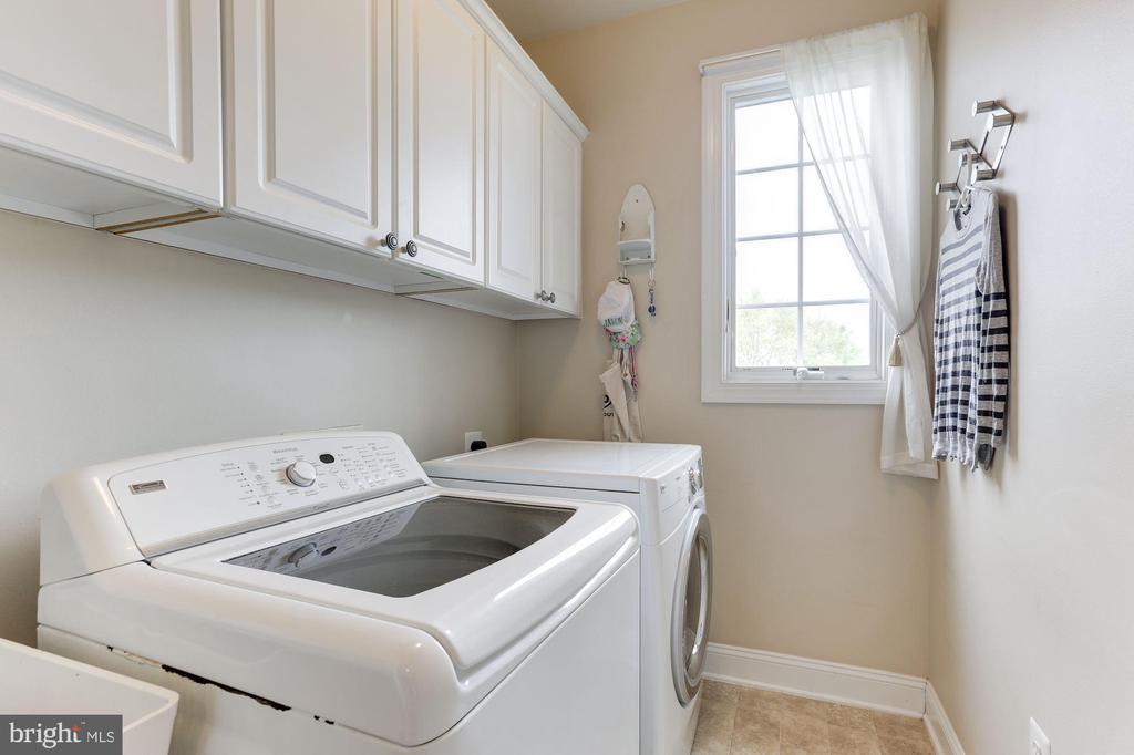 Upper Level Laundry - 19060 AMUR CT, LEESBURG