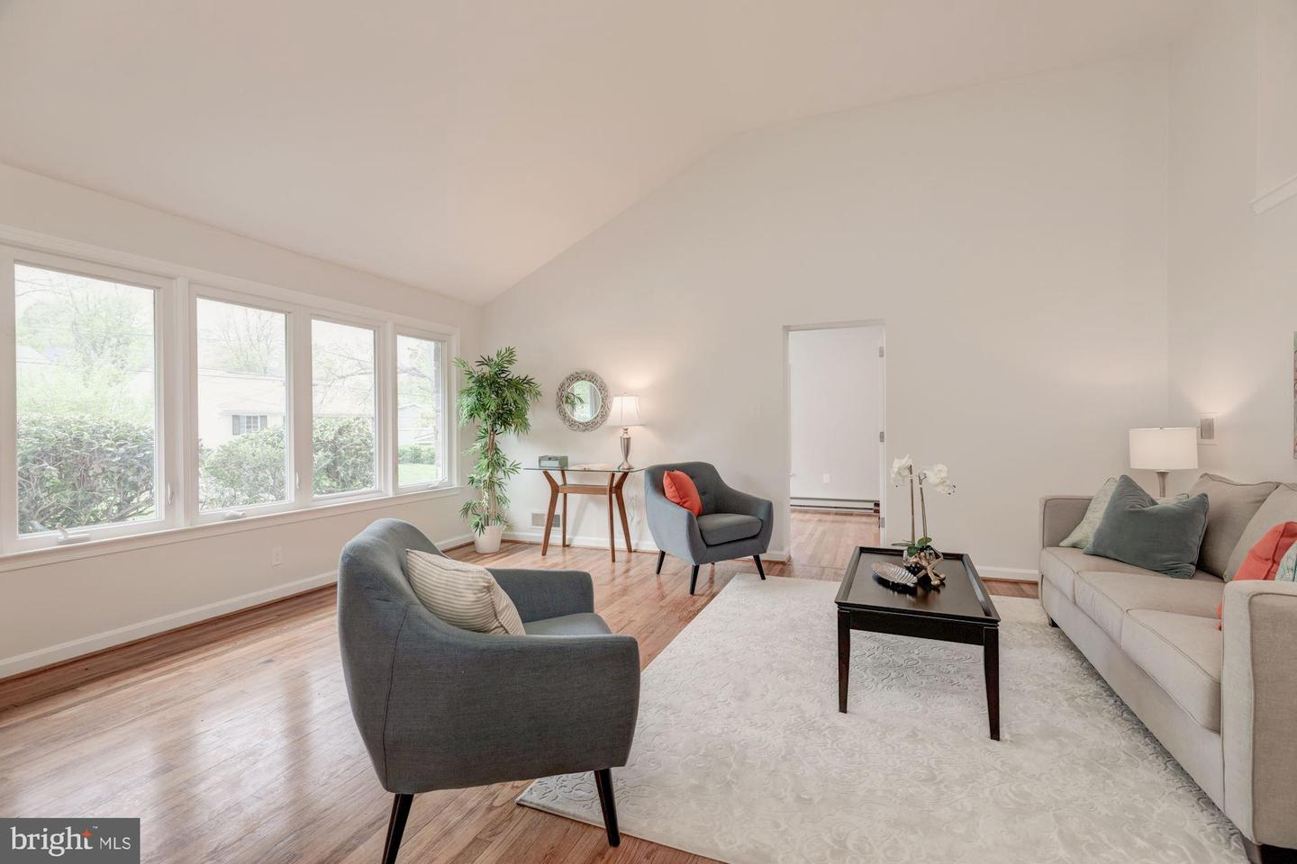 Single Family for Sale at 5007 Jamestown Rd Bethesda, Maryland 20816 United States