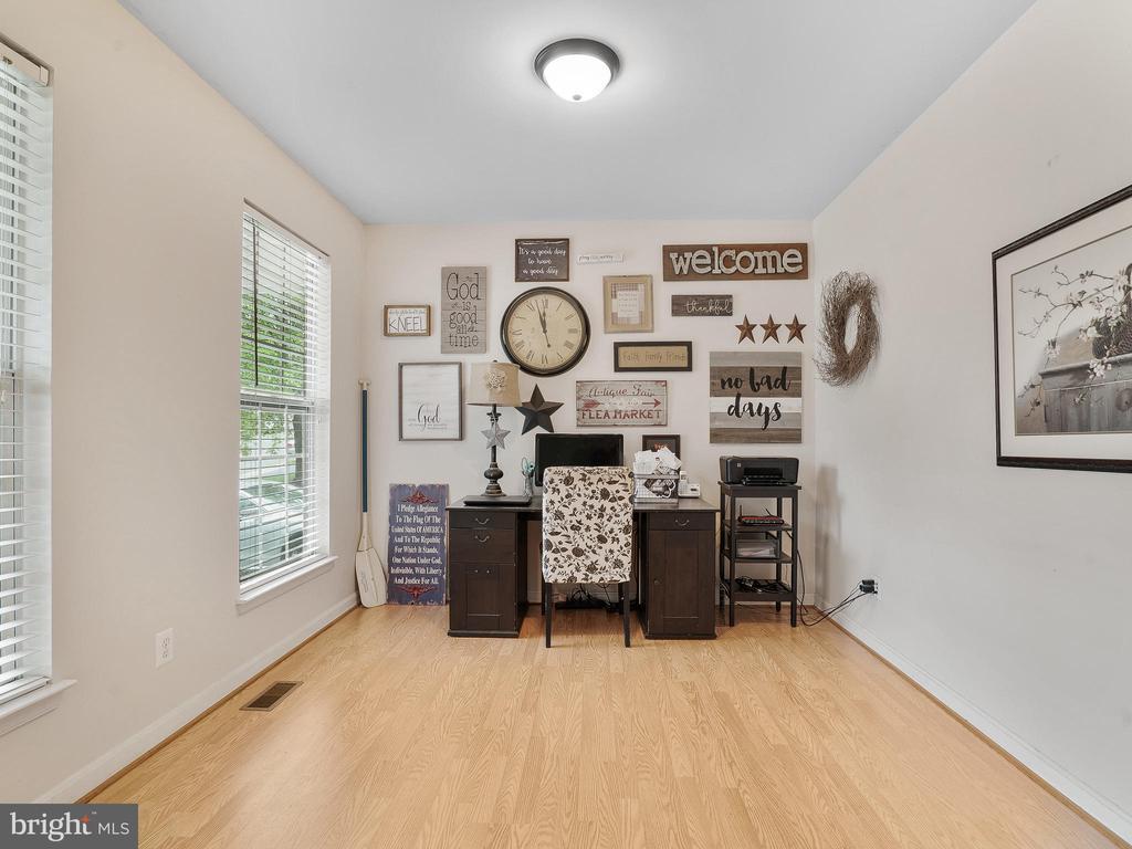 Main Level Office/Study - 5947 HARVEST SUN RD, WOODBRIDGE
