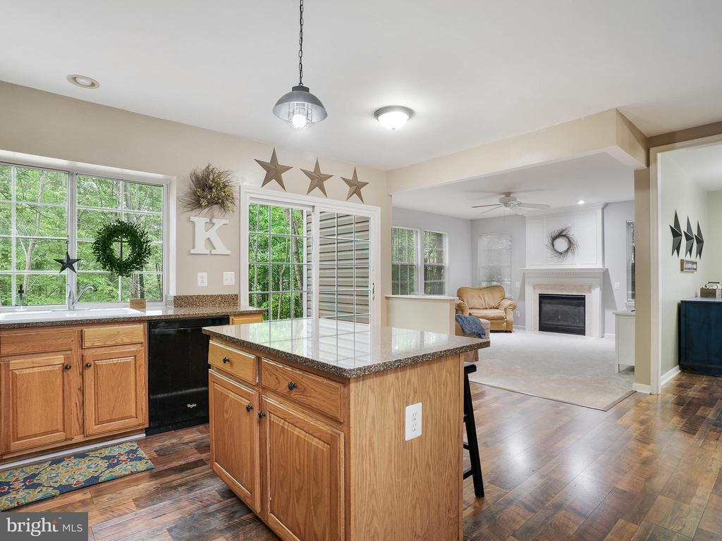 Kitchen with Granite Countertops - 5947 HARVEST SUN RD, WOODBRIDGE