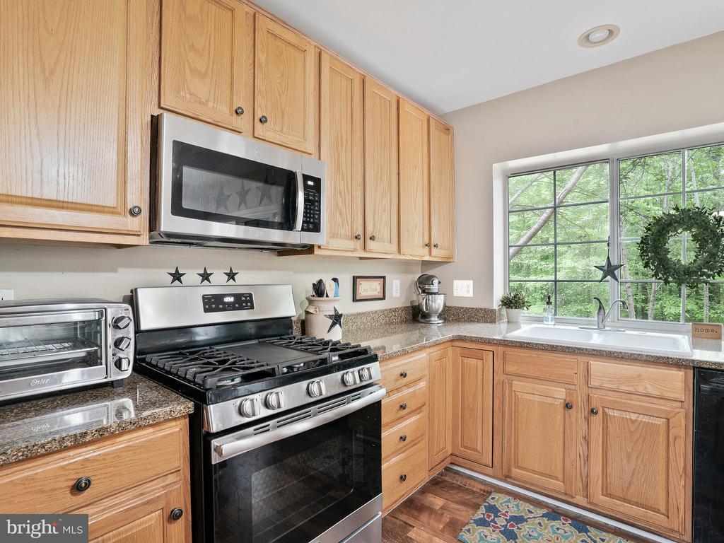 Kitchen with Stainless Steel Appliances - 5947 HARVEST SUN RD, WOODBRIDGE