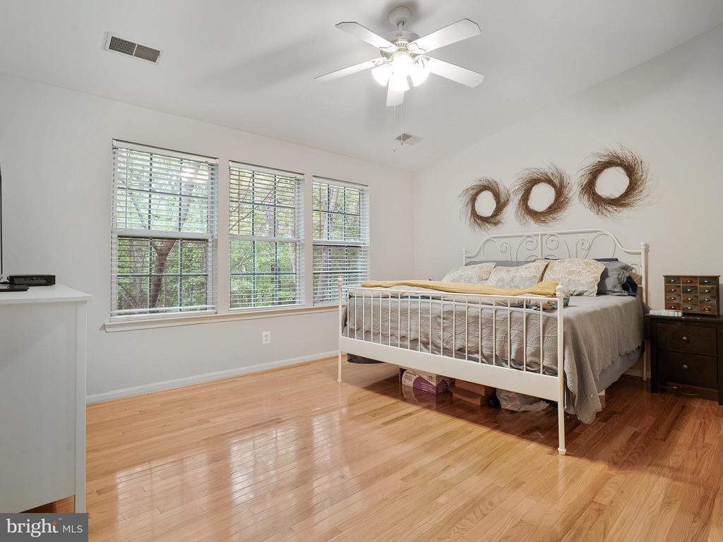 Master Bedroom with Hardwood Floors - 5947 HARVEST SUN RD, WOODBRIDGE