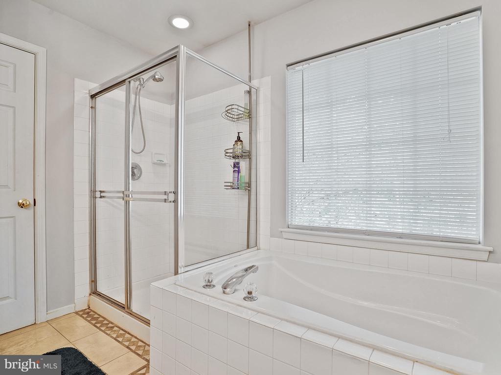 Master Bathroom with Shower and Soaking Tub - 5947 HARVEST SUN RD, WOODBRIDGE
