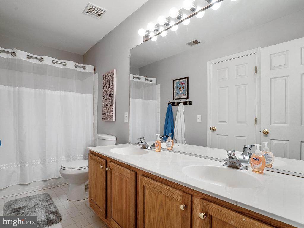Hall Bathroom - 5947 HARVEST SUN RD, WOODBRIDGE