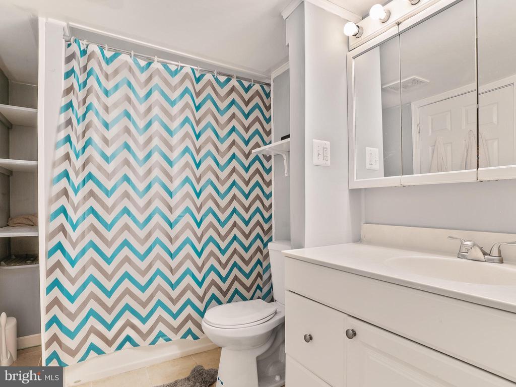 Lower Level Full Bathroom - 5947 HARVEST SUN RD, WOODBRIDGE