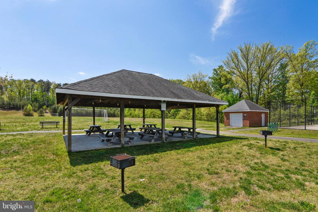 Covered pavilion for large gatherings - 11 CORNERSTONE DR, STAFFORD