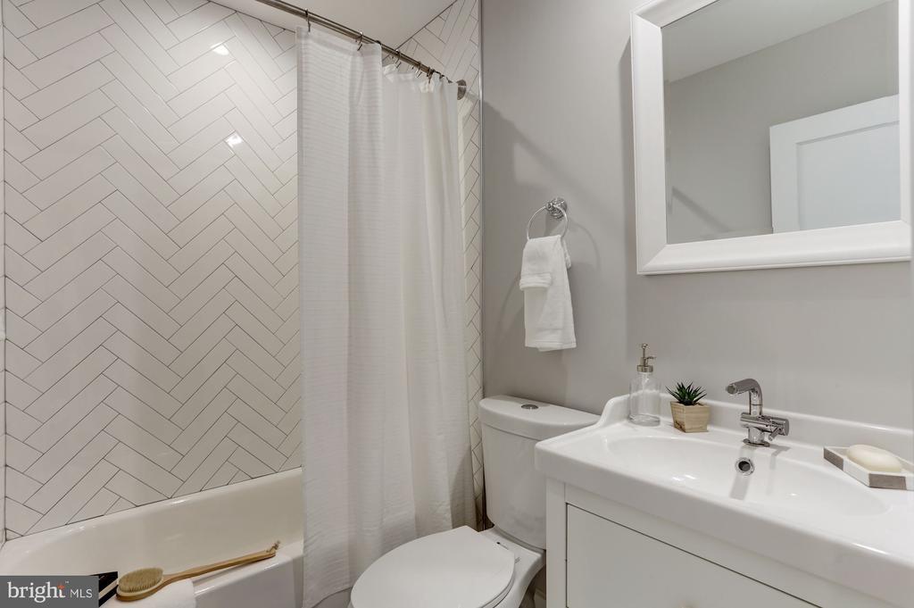 Full bath w/tub - 1508 CAROLINE ST NW, WASHINGTON