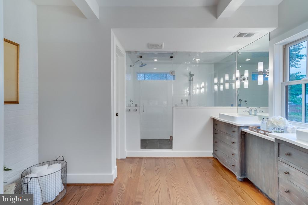 Steam shower for two!! - 5100 26TH RD N, ARLINGTON