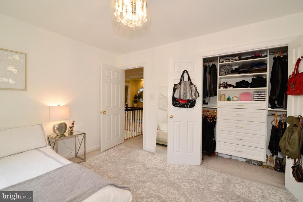 Upper level bedroom #3 with custom closet. - 2403 SAGARMAL CT, DUNN LORING