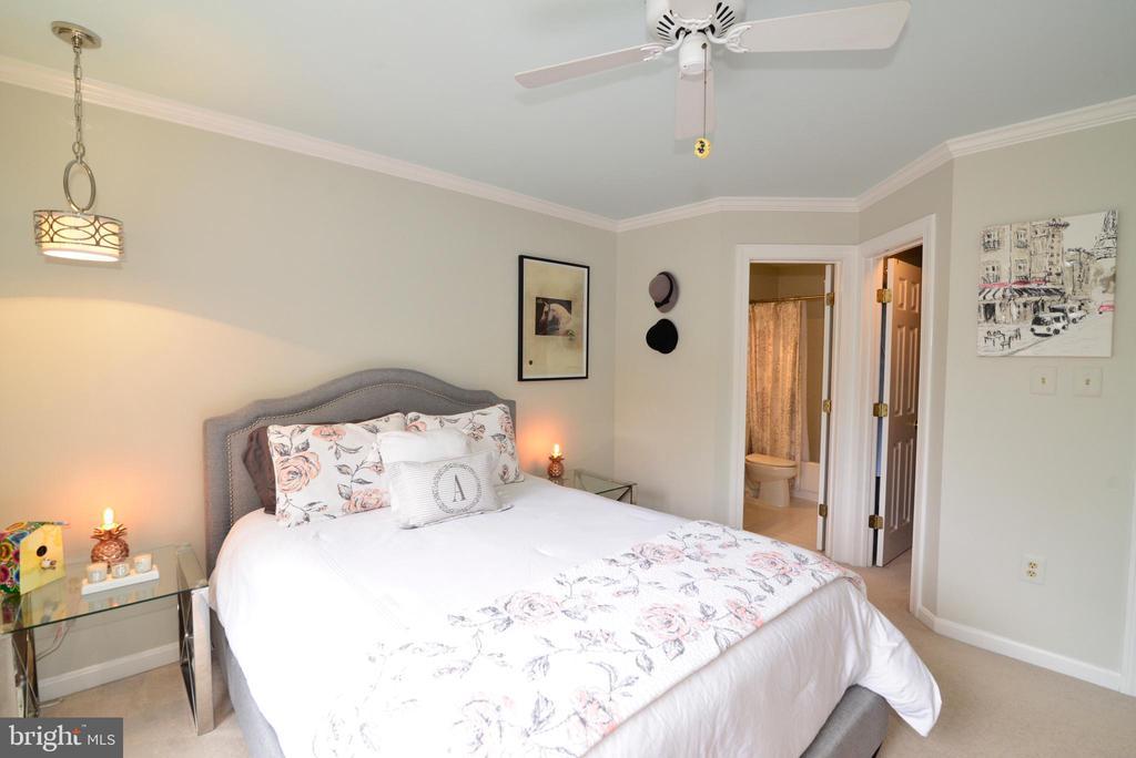 Ensuite bedroom #2 with custom walk-in closet. - 2403 SAGARMAL CT, DUNN LORING
