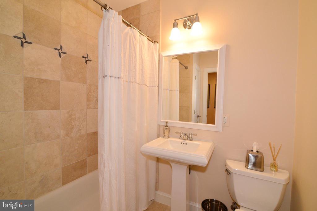 Lower level custom full bath. - 2403 SAGARMAL CT, DUNN LORING