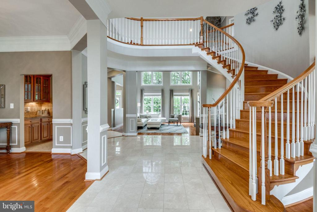 2-Story Grand Center Foyer w/ Curved Staircase - 42841 SANDHURST CT, BROADLANDS