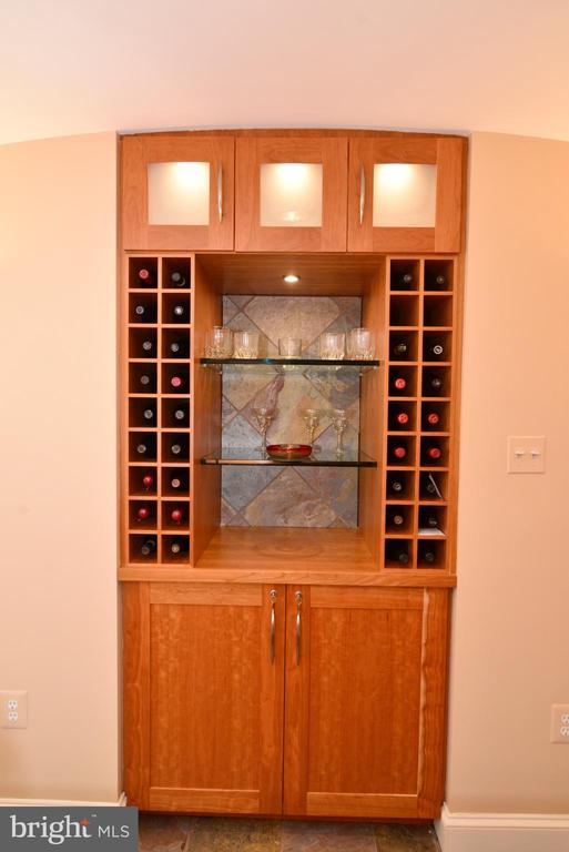 Custom recessed shelving includes wine storage. - 2403 SAGARMAL CT, DUNN LORING