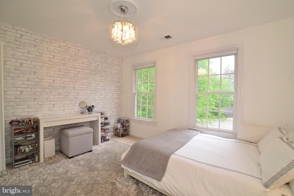 Upper level bedroom #3 - 2403 SAGARMAL CT, DUNN LORING