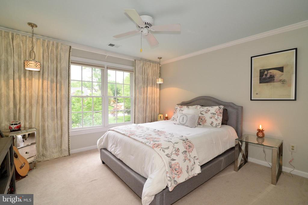 Upper level bedroom #2. - 2403 SAGARMAL CT, DUNN LORING