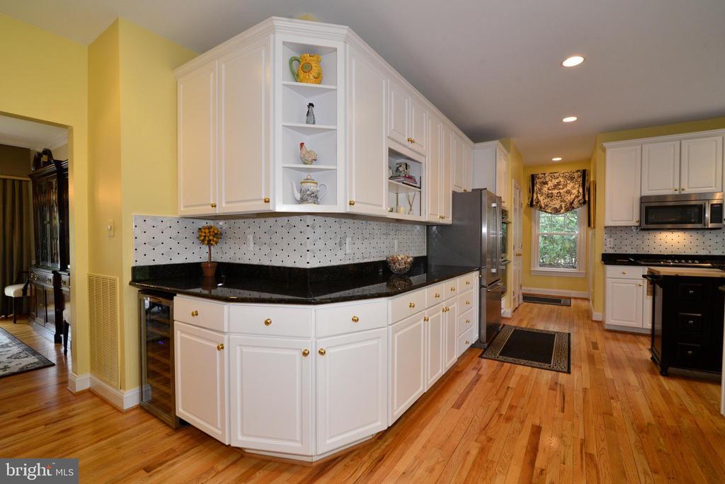 Marble backsplash, granite, wine refrigerator. - 2403 SAGARMAL CT, DUNN LORING
