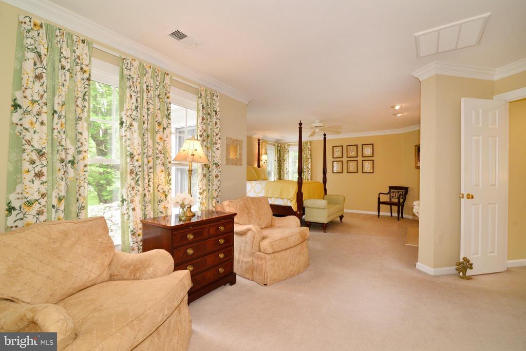 Owner's suite sitting room. - 2403 SAGARMAL CT, DUNN LORING