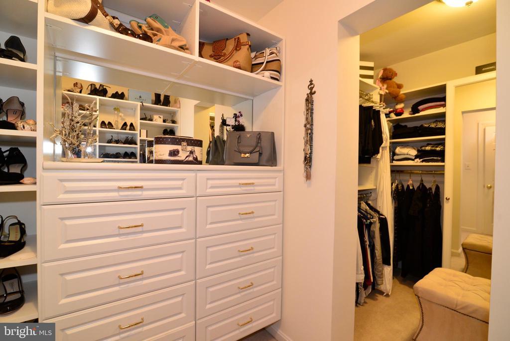 Incredible custom owner's suite walk-in closet. - 2403 SAGARMAL CT, DUNN LORING