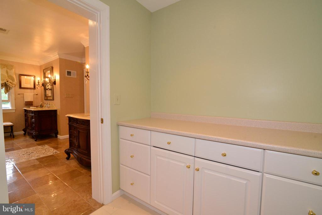 Owner's suite laundry folding station. - 2403 SAGARMAL CT, DUNN LORING